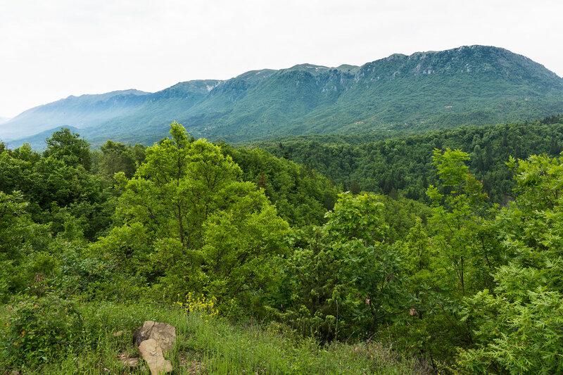 Пейзаж с горой Митсикели (Mitsikeli) в горах Северный Пинд, Загория, Греция