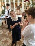 Две группы московских школьников посетили храм Святителей Московских при бывшем Епархиальном училище