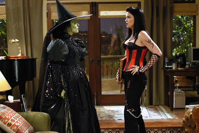 Two-and-a-Half-Men Evelyn dressed as the wicked witch of the west funny phistars 5 stars wallpaper.jpg