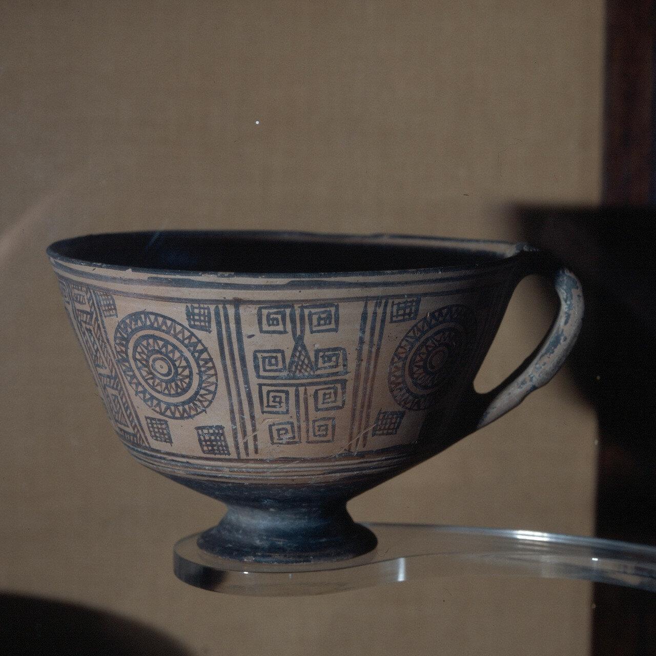 Родос, Археологический музей. Чаша.  Первая половина VIII в. до н.э.