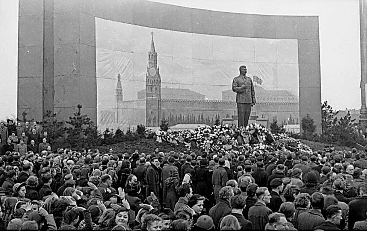 Лейпциг. Траурные мероприятия  во время похорон Сталина в Москве. 9 марта