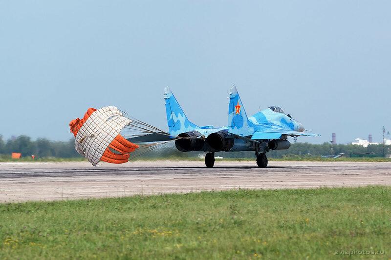 Микоян-Гуревич МиГ-29 (20 красный) ВВС Казахстана 1640_D805728