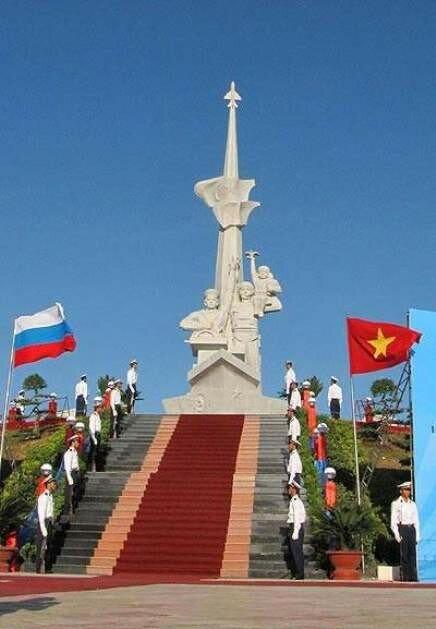 Фото 7 - памятник советским воинам во Вьетнаме.jpg