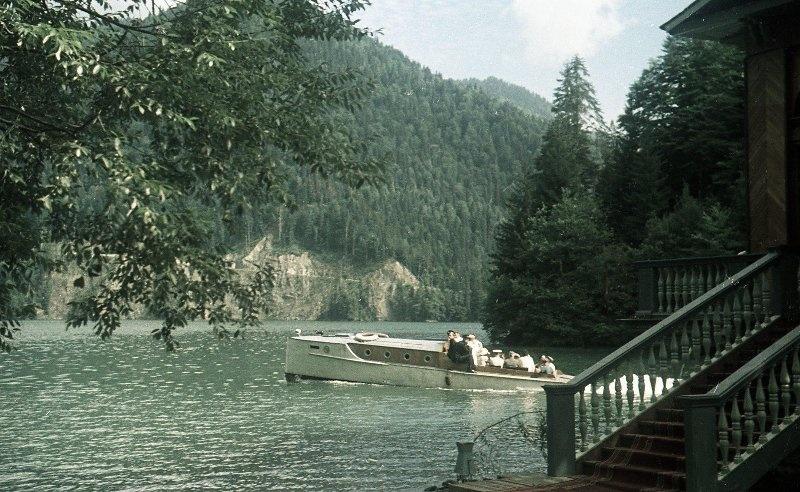 1952 Из серии «Озеро Рица». Владислав Микоша10.jpg