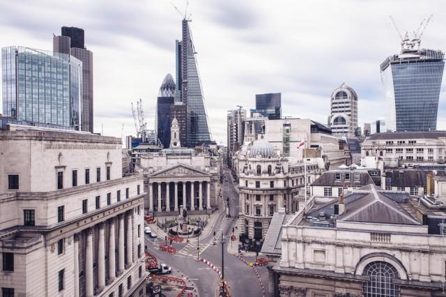 6. Лондон, Банк Англии на фоне небоскребов Здание Банка Англии, построенное еще в 1734 году, считает