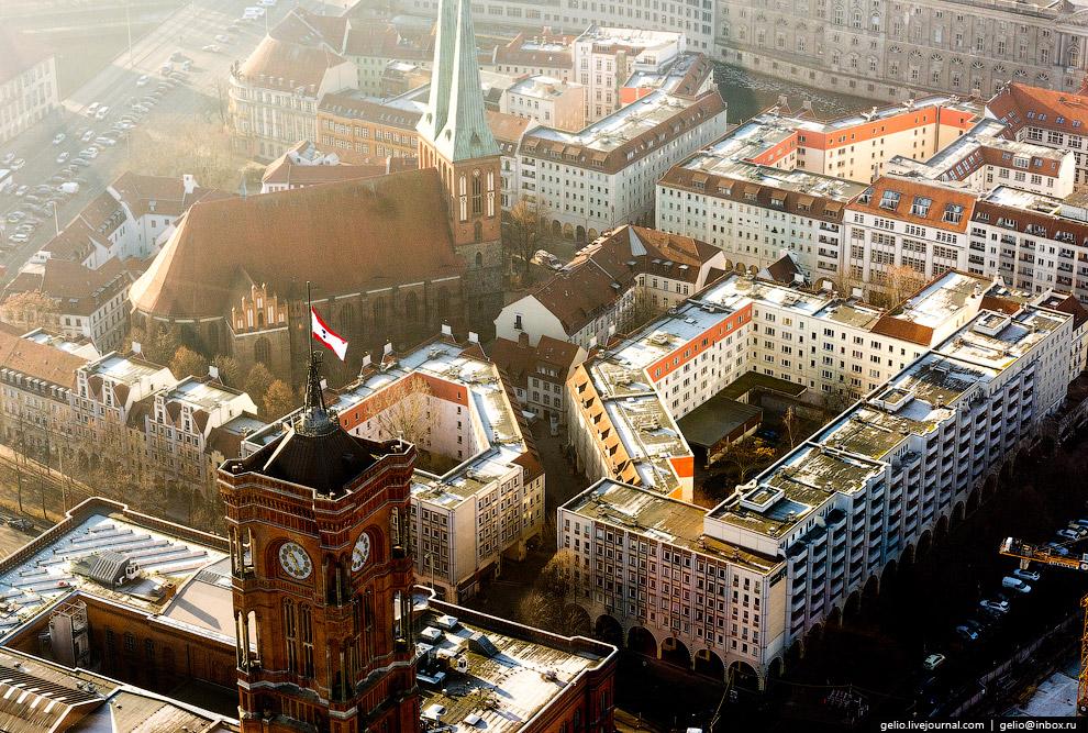 27. Площадь Брайтшайдплац в центре западной части Берлина, излюбленное место встреч и общения м