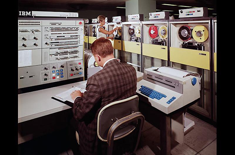 4. IBM System/360, 1964 год. Будучи частью семьи взаимозаменяемых компьютеров, IBM System/360 был пе