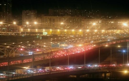 Поток транспорта наЗСД вырос затри дня на70%