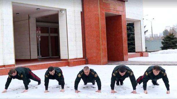 Пятеро украинских генералов приняли участие вофлешмобе 22PushupChallenge