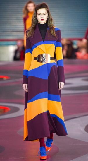 Цветное пальто с узорами