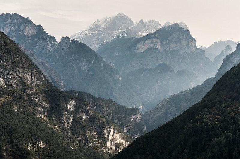 скалы вокруг Агордо в доломитовых альпах (dolomiti bellunesi)