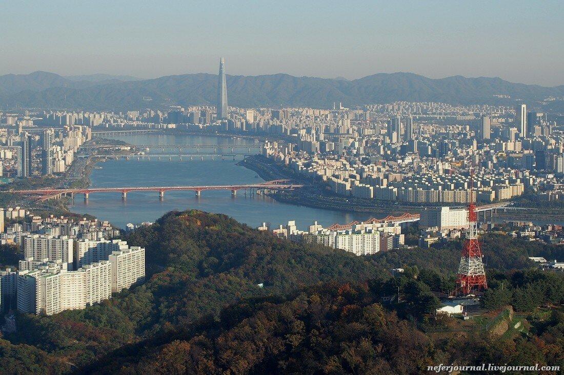 N Seoul Tower. Обязательно зайдите в туалет.