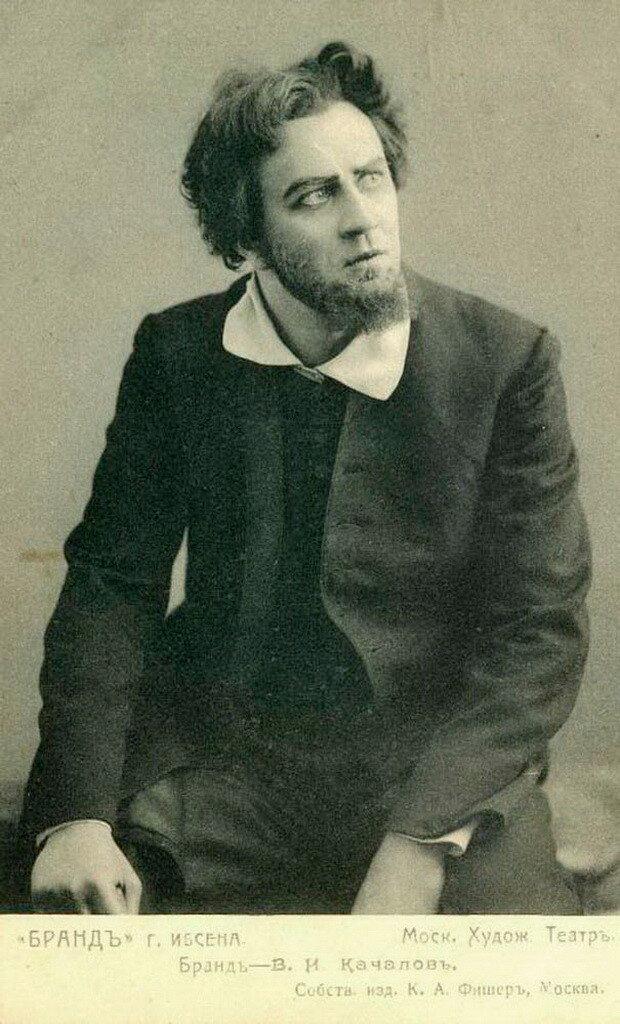 Сергею Есенину принадлежит известное стихотворение «Собаке Качалова», начинающееся строками: «Дай, Джим, на счастье лапу мне…»