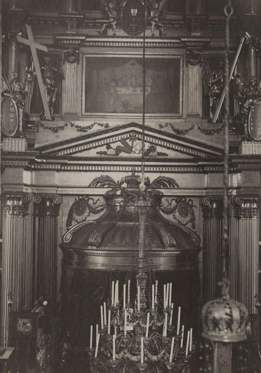 Центральная часть иконостаса. Вид с хоров