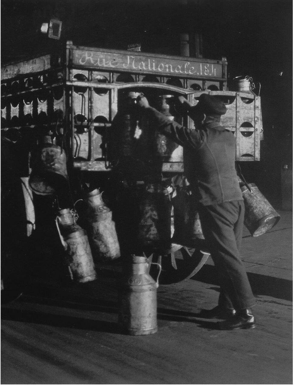 1932. Молочник  на Рю Националь