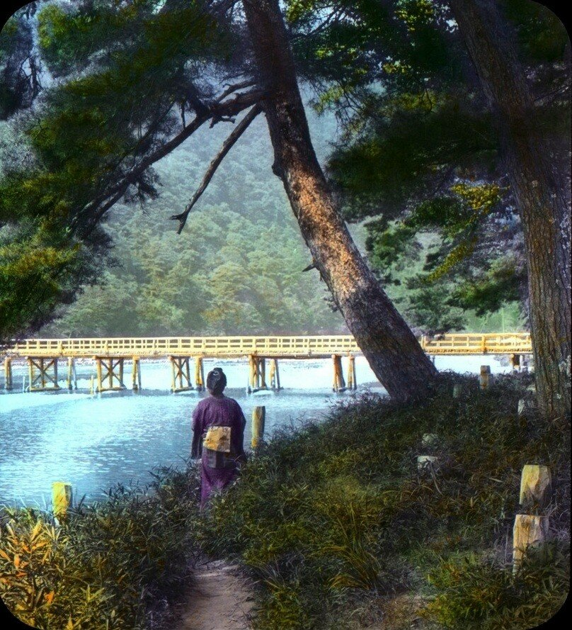 Киото. Гейша возле моста