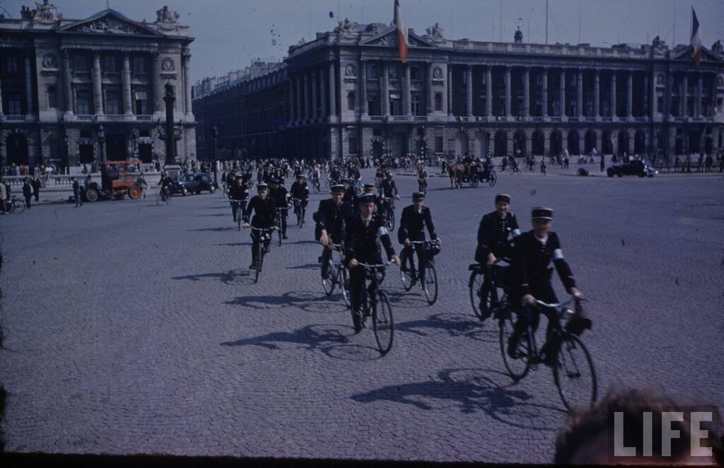 1944 Paris Frank Scherschel5.jpg