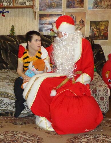 Дед Мороз и ребенок инвалид
