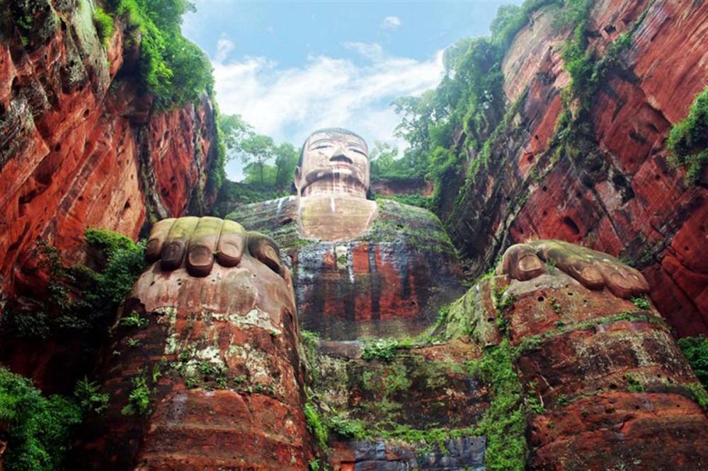 realchinatea Статуя Будды Майтрейи вЛэшане, Китай,— одна изсамых высоких статуй Будды наЗемле. Е