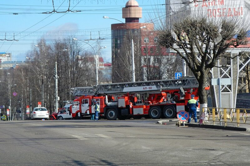 Пожарная спецтехника на ул. К.Маркса перед горадминистрациейе в Кирове накануне автопробега 25 апреля 2014 г.