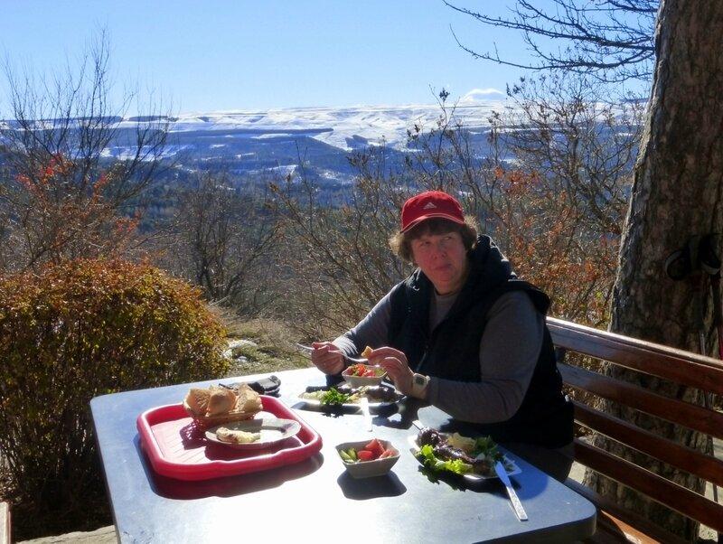 Завтрак с Видом на Эльбрус