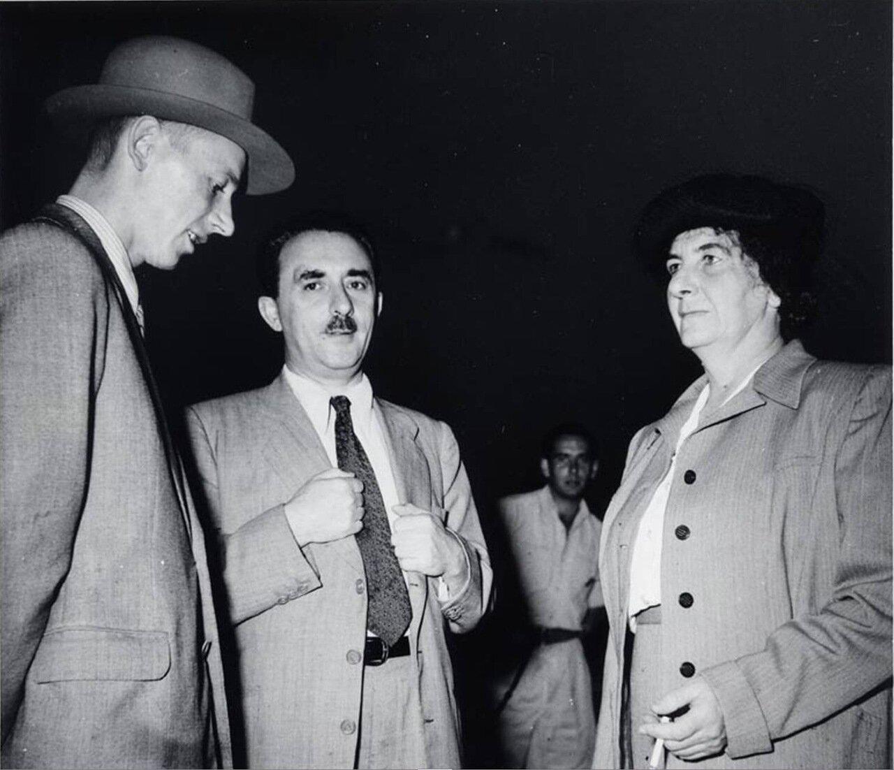 1948.  Голда Меир с Моше Шаретом и советским послом Ершовым