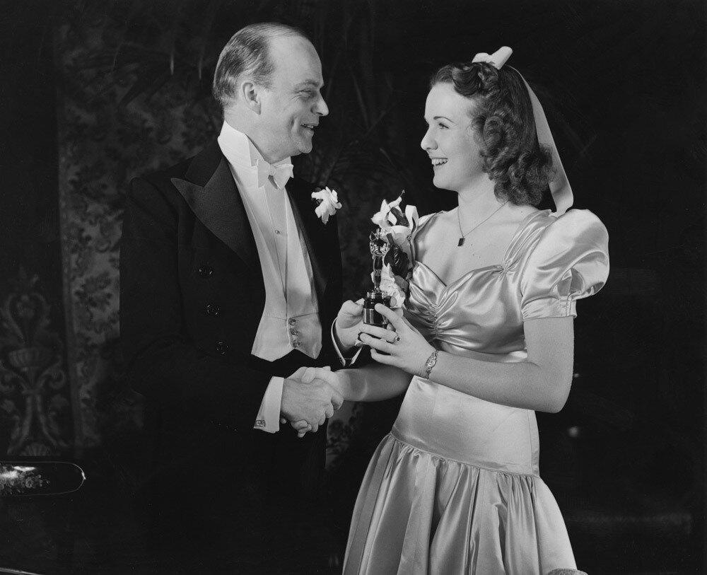 1939. Дина Дурбин ( молодёжная награда Академии за весомый вклад в молодёжное кино) с Эдгаром Бергеном