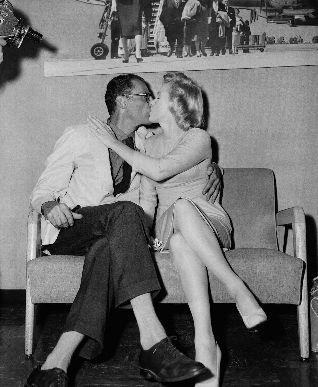 Marilyn Monroe And Arthur Miller Kissing