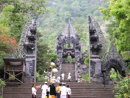 Храм Мелантинг (Бали)