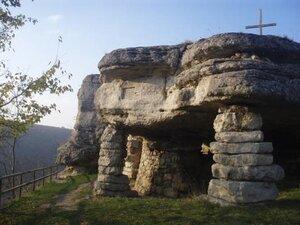 """Скельний храм, с.Монастирок. Фото сайту """"Тернопільщина туристична"""""""