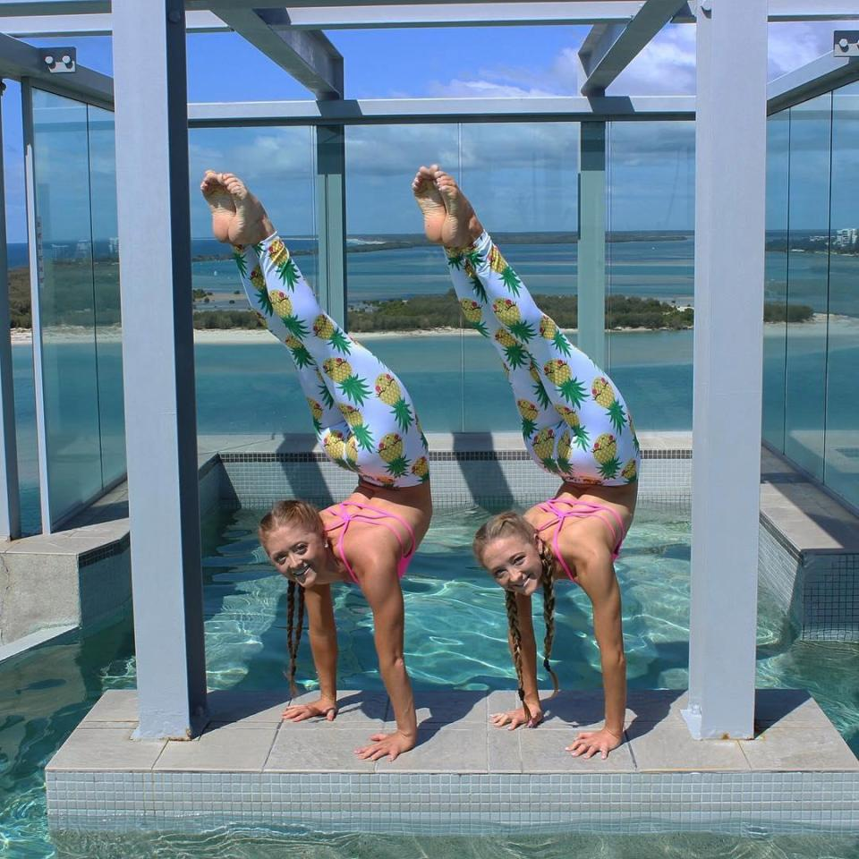 Twins, acrobats from Australia conquered the Internet thanks to his amazing tricks Samantha, this, also, together, very, acrobatics, do, practice, more, which, he says, only after, Girls, always, stand, exactly, something, most, again