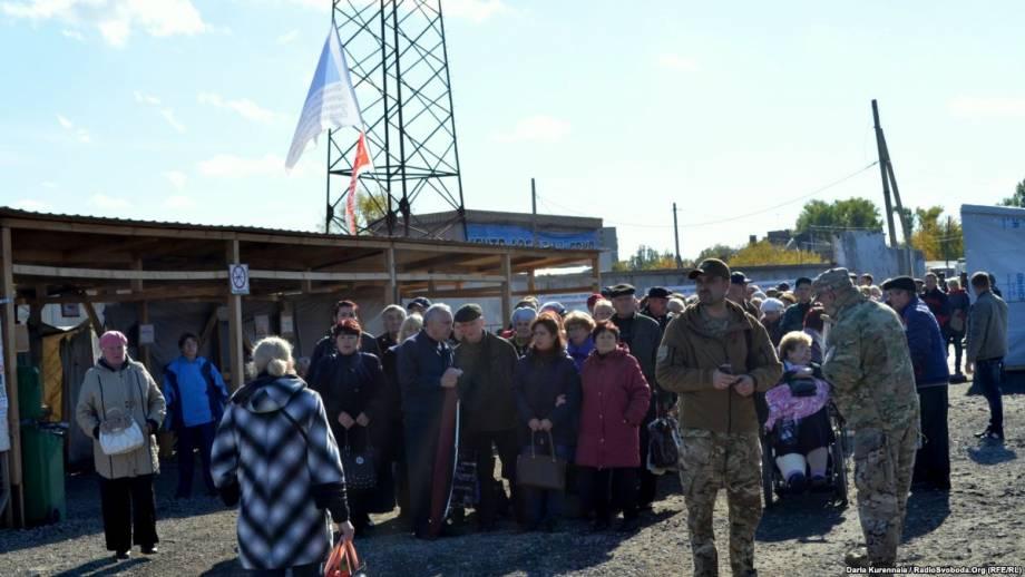 На Пасхальные праздники упрощенный режим пересечения линии разграничения на Донбассе – штаб