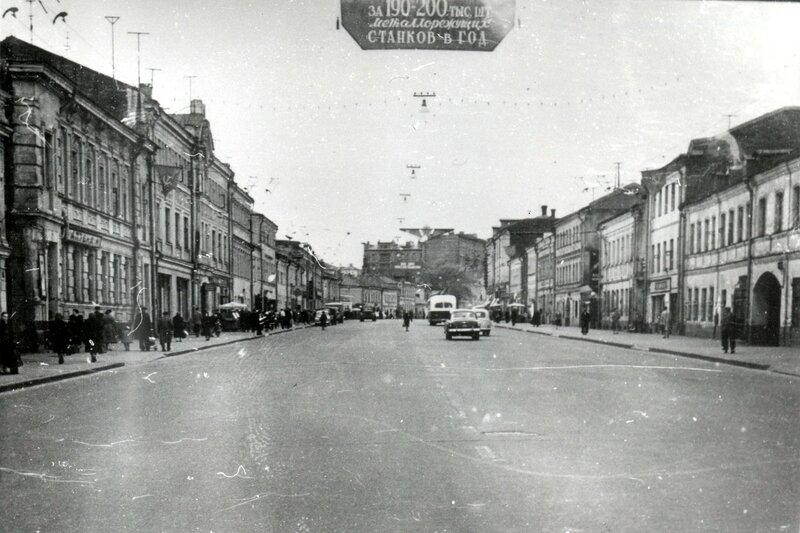 Бакунинская улица или 200 тыс. металлорежущих станков и 91 млн. тонн стали