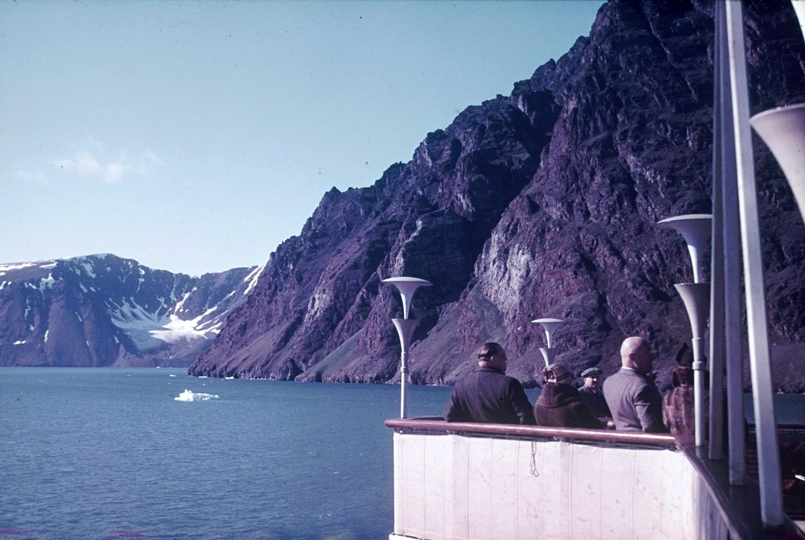 Путешественники во фьорде