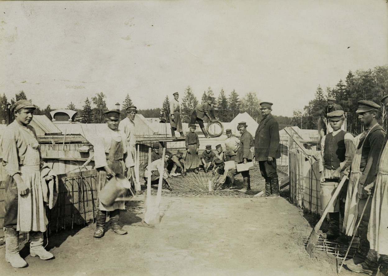 1907. На крыше Ново-ткацкой фабрики