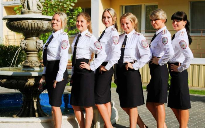 police_girls_04.jpg