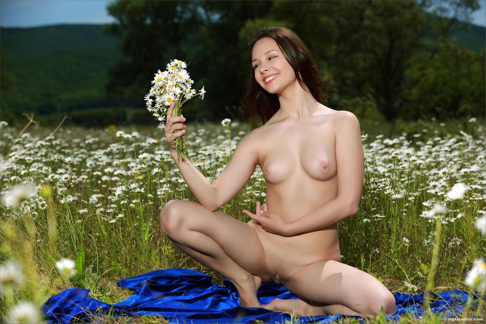 Alma на цветочной поляне