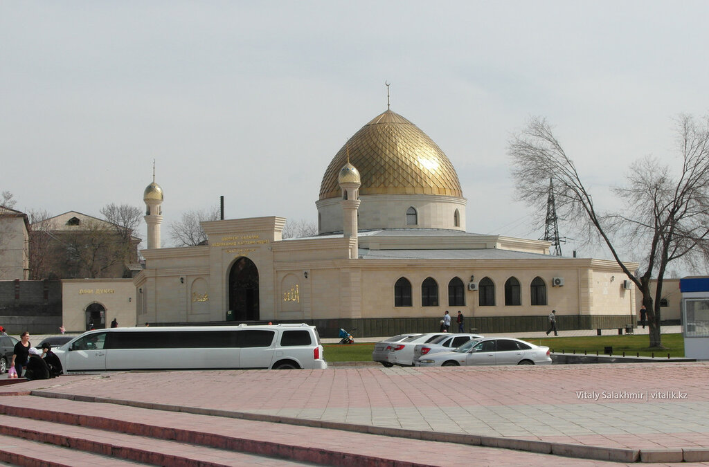 Мечеть на площади Ордабасы Шымкент