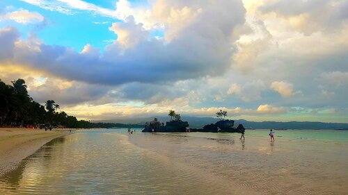 Море... солнце... облака... Филиппины.
