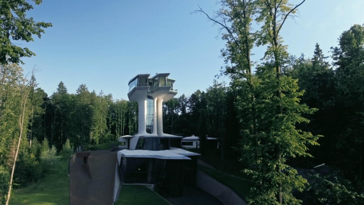 «Это другой уровень наслаждения жизнью»: единственный в мире жилой дом по проекту Захи Хадид под Москвой