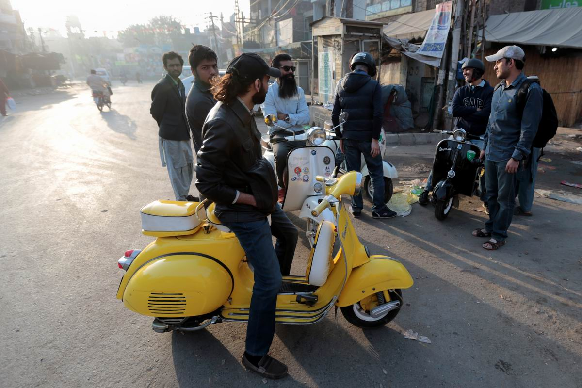 Шик, блеск, красота: Тюнингованый китайский мотороллер по-пакистански