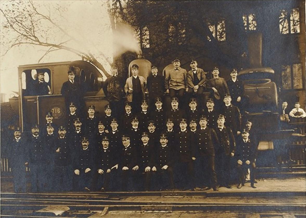 Групповая фотография служащих Финской железной дороги
