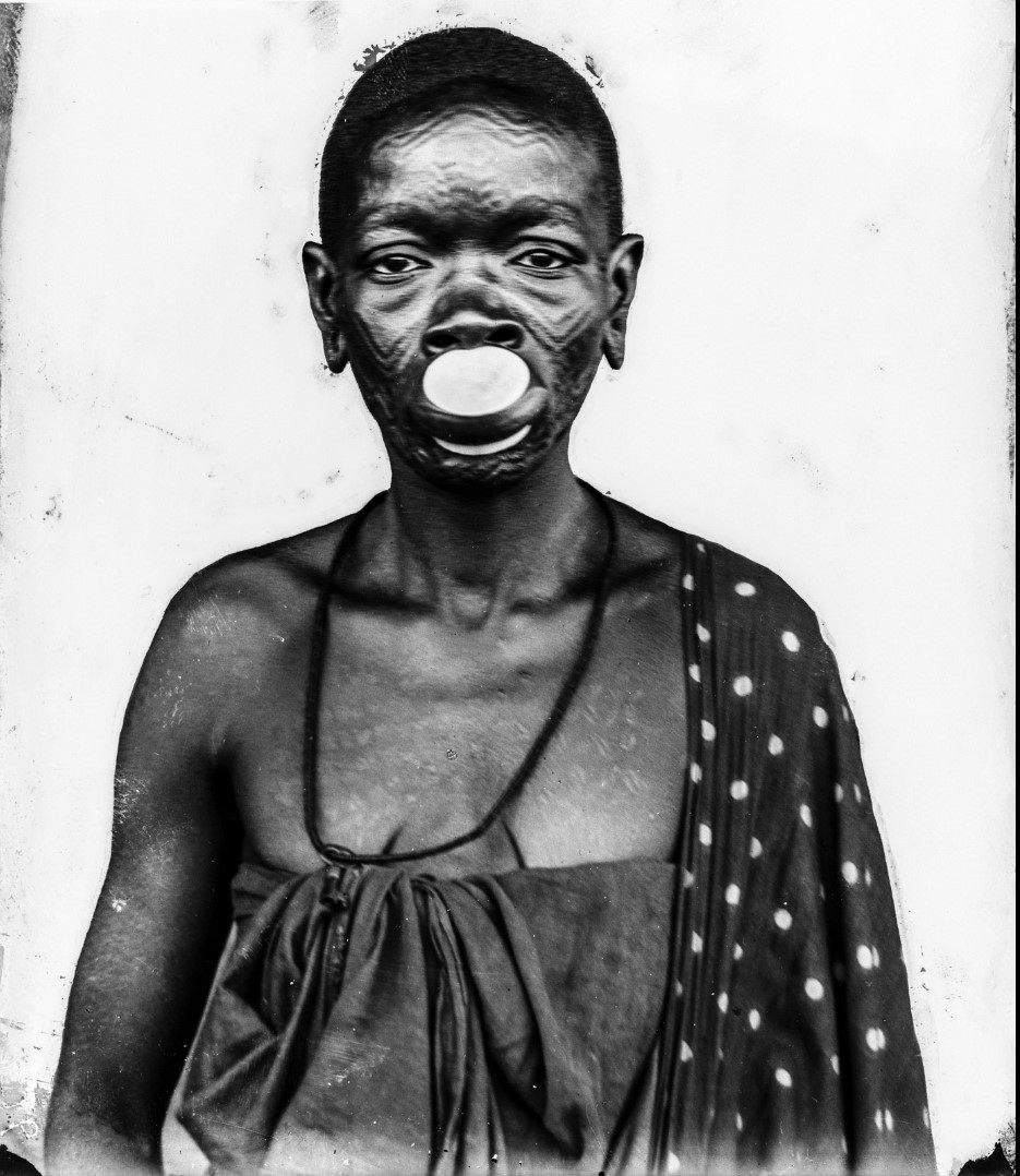 34. Антропометрическое изображение женщины маконде