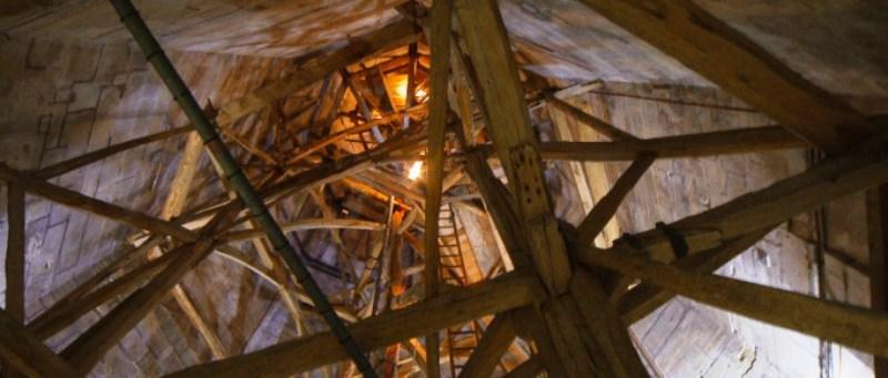 Внутри-шпиля-собора-Солсбери.jpg