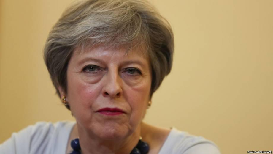 Британия: Мэй ответит в парламенте на критику авиаударов по Сирии