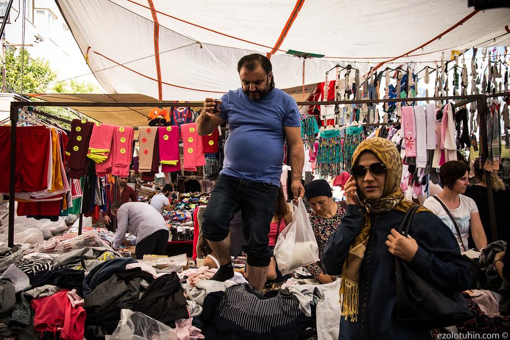 Царство овощей и фальшивых вещей. Кочующий турецкий базар