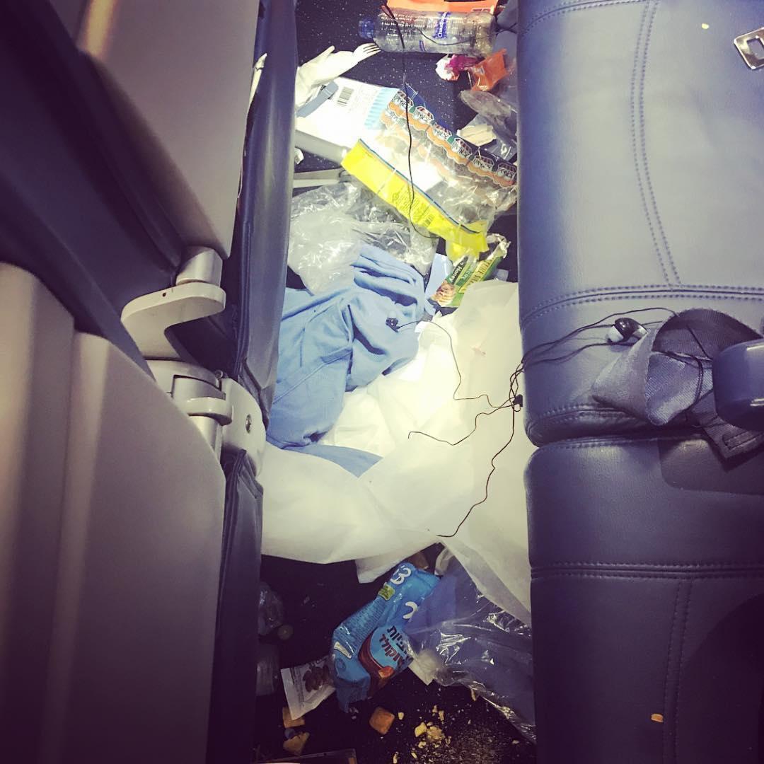 Американская стюардесса делится в инстаграме фотографиями самых отвратительных пассажиров