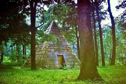Пирамида в Царскосельском парке