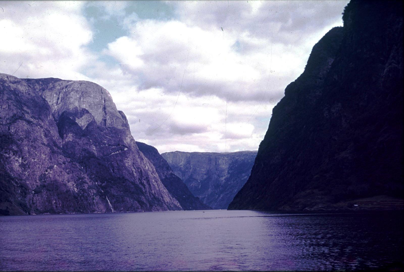 Нерёй-фьорд в устье Аурландс-фьорда