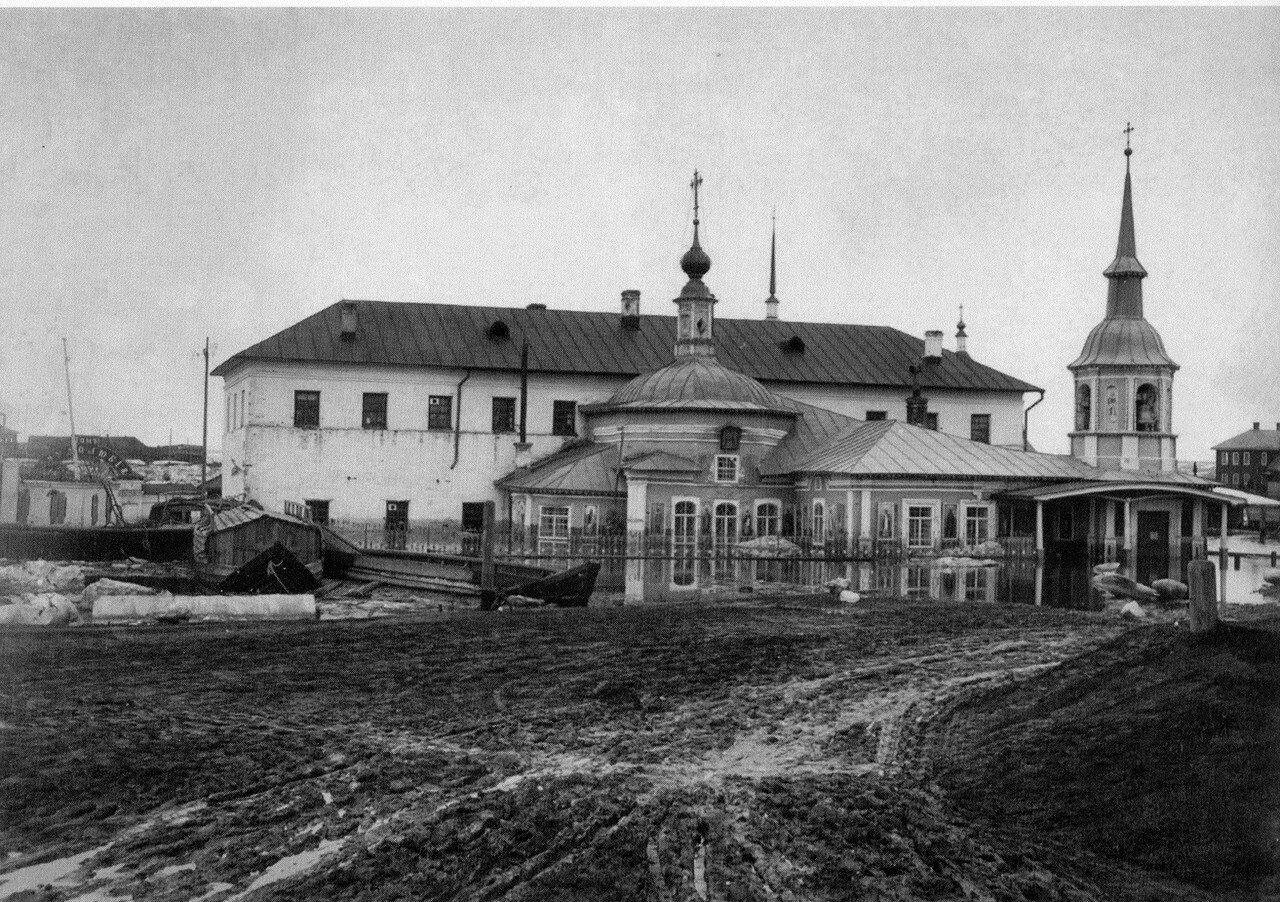 Александро-Невская церковь и Дом трудолюбия во время наводнения